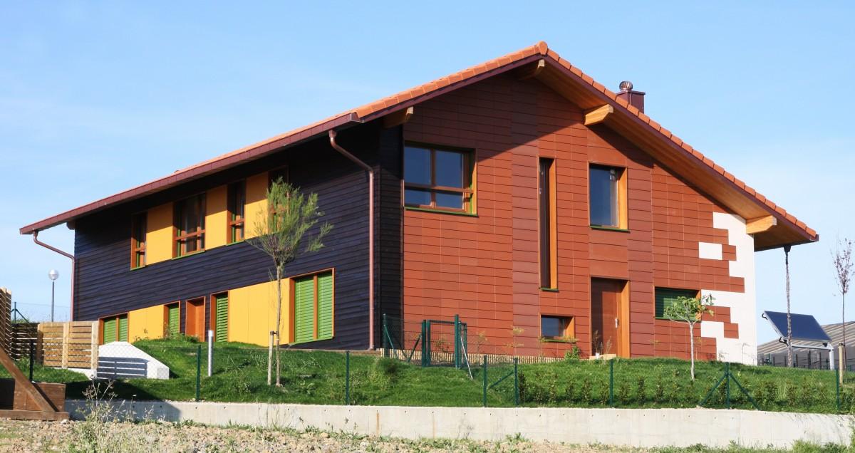Tres viviendas en estructura de paneles de madera contralaminados